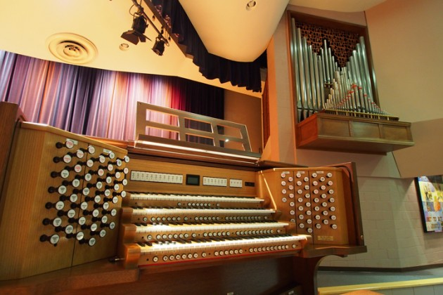 The new Rodgers Infinity four-manual organ in Munson Chapel features six ranks of pipework.